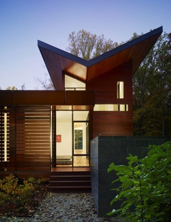 Дом, внедренный в природу
