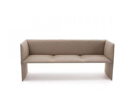 Красивый и стройный диван