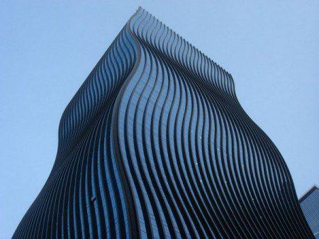 Огромное здание под офисы