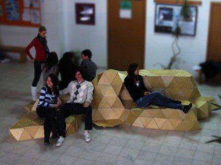 Оригинальное приспособление для сидения