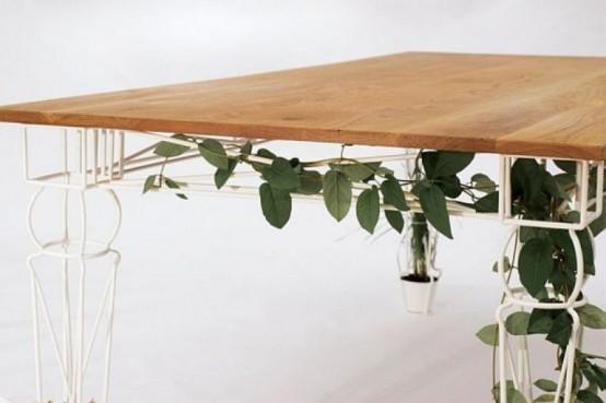 Красивый столик с ножками для выращивания растений
