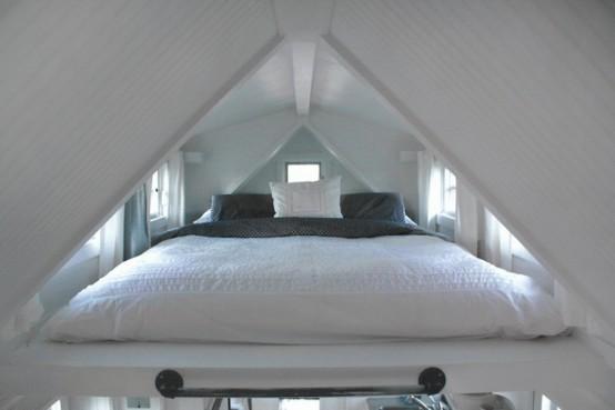 Домик на колесах с потрясающей кроватью фото 5