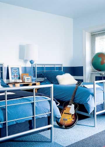 комната для мальчика в синих цветах