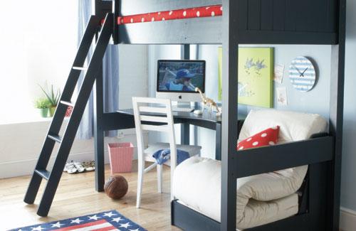 комната для ребенка с двухъярусной кроватью