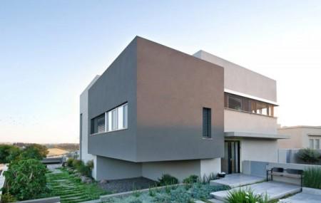 Дом из бетона с просторным интерьером в Израиле 1