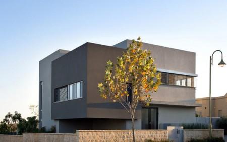Дом из бетона с просторным интерьером в Израиле 2