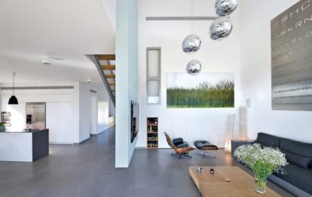 Дом из бетона с просторным интерьером в Израиле 8
