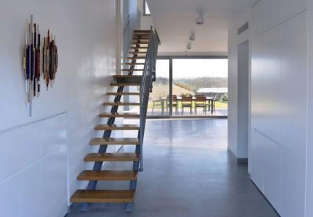 Дом из бетона с просторным интерьером в Израиле 9