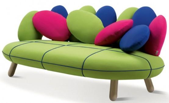 Симпатичный диван в ярких цветах 1