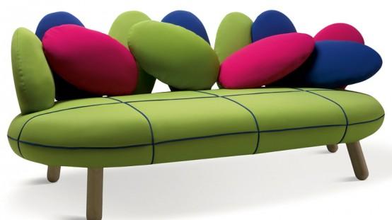 Симпатичный диван в ярких цветах 2