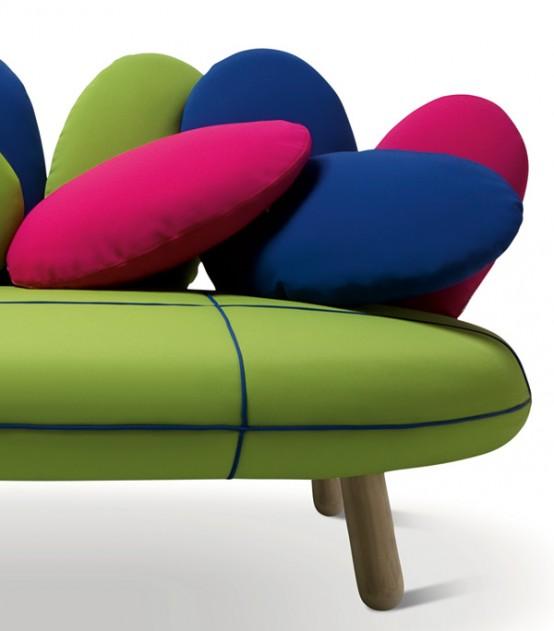 Симпатичный диван в ярких цветах 5