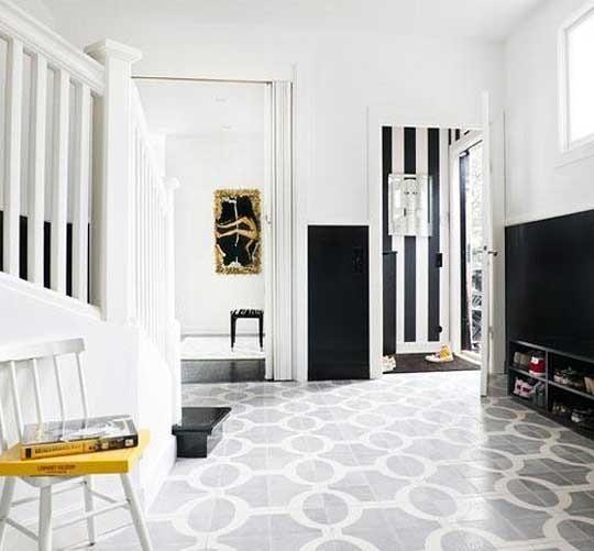 Дизайн коридора в черно-белом цвете 6