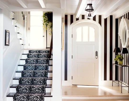 Дизайн коридора в черно-белом цвете 9