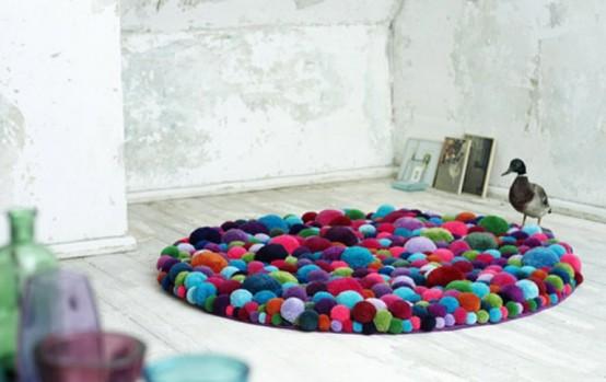 Коллекция красочных стульев и ковров 7