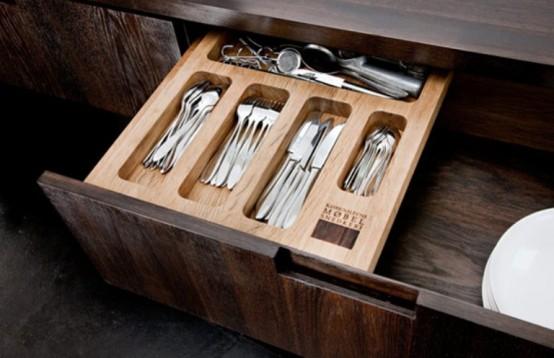 Коллекция кухонной мебели в темных тонах 2