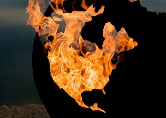 Впечатляющая огненная скульптура 3