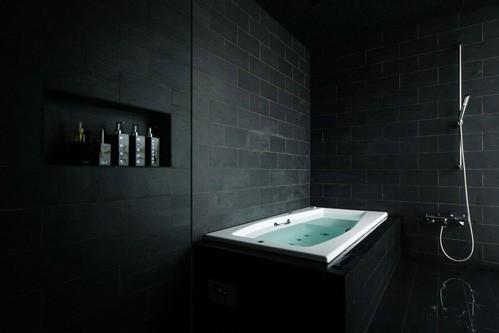19 идей-примеров ванной комнаты в черном цвете