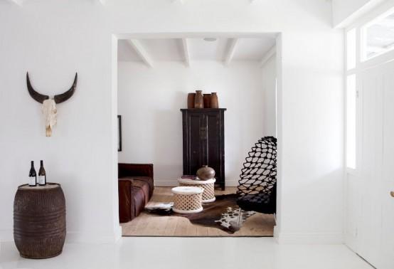 Колониальный и современный стили в контрастном интерьере