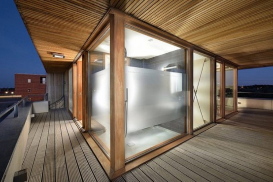 Резиденция с современными технологиями на берегу озера