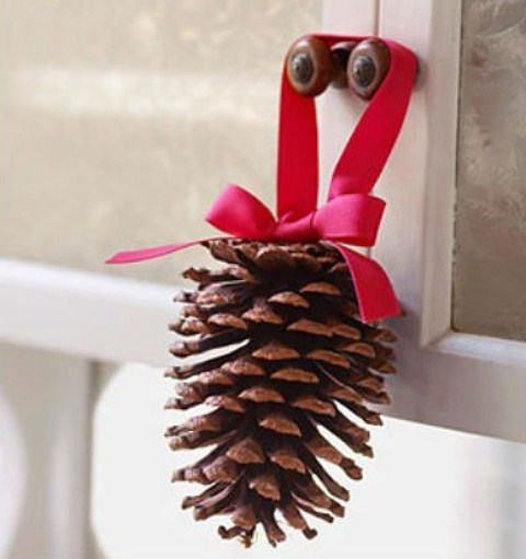 Рождественские украшения из шишек: 35 фото