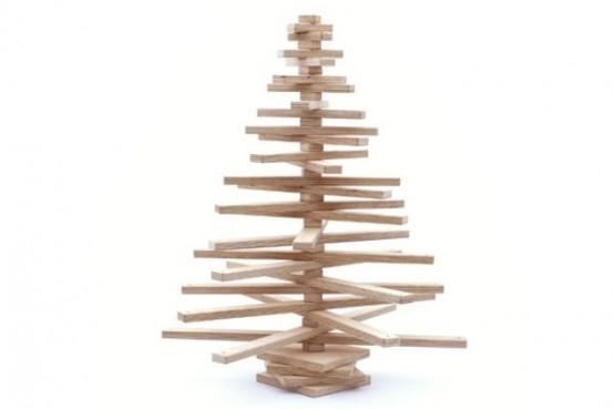 Забавная рождественская елка из дерева