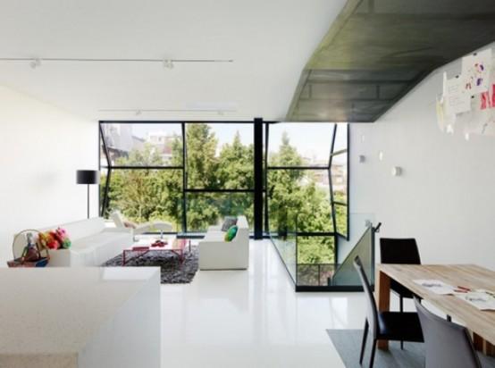 Футуристический дом в форме призмы