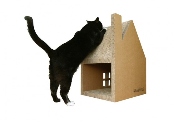 Еще один дом для котов плюс когтеточка