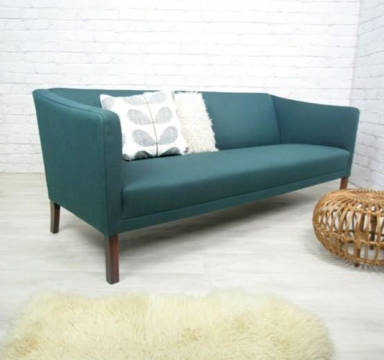 Спина широкая, как диван в средневековом стиле