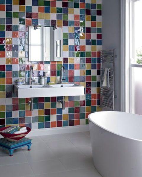 Разноцветная плитка в ванной комнате: 22 фото