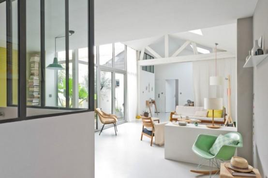 Современный дом с яркими цветовыми акцентами в Бордо