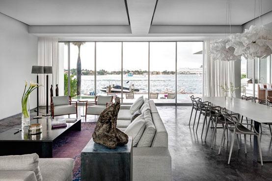 Дом на берегу залива