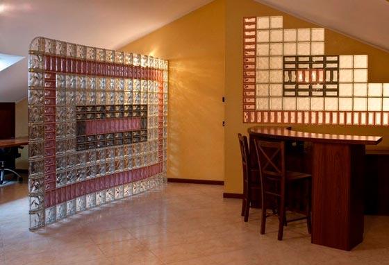 зонирование комнаты с помощью перегородки из стеклоблоков