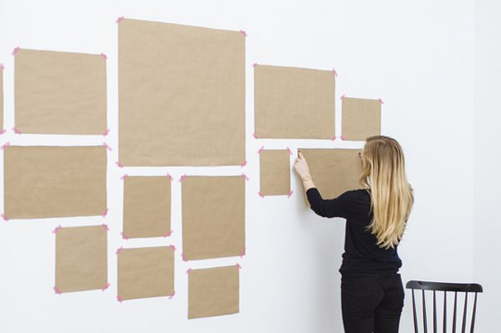 Как повесить несколько картин на стене