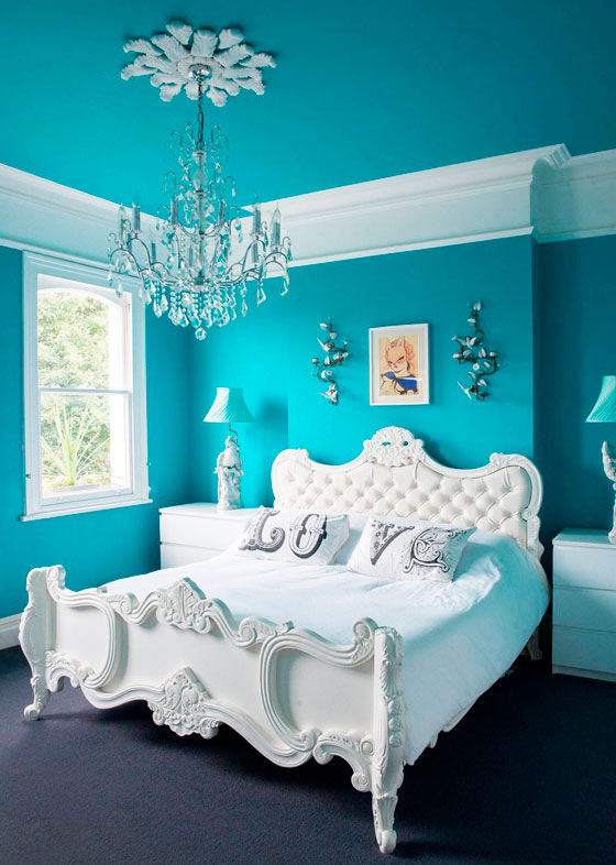 01-turquoise-white-bedroom-decoraiton-idea-homebnc