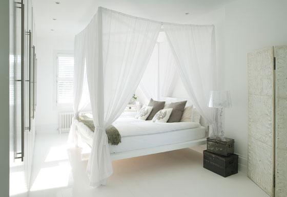 interer-spalni-s-beloj-mebelyu9