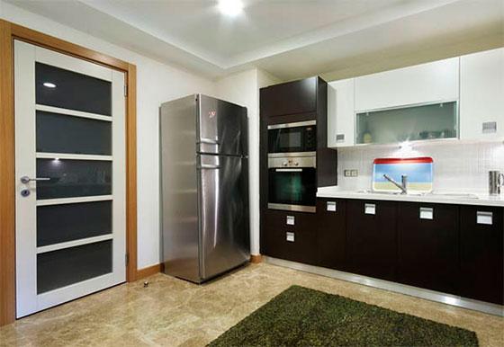 Дверь для кухни в монохромных оттенках